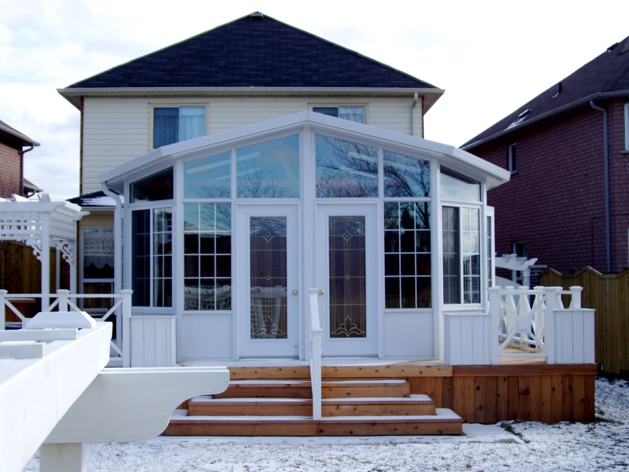 Sunrooms lifestyle oasis 3 and 4 season sunrooms for Cost of solarium
